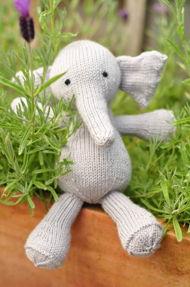 Knitting elephant